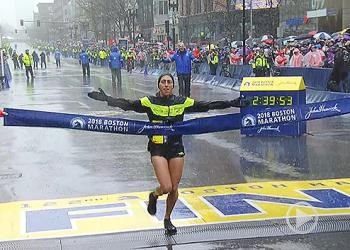 Desiree Linden Of The United States Wins Delapan Boston Marathon